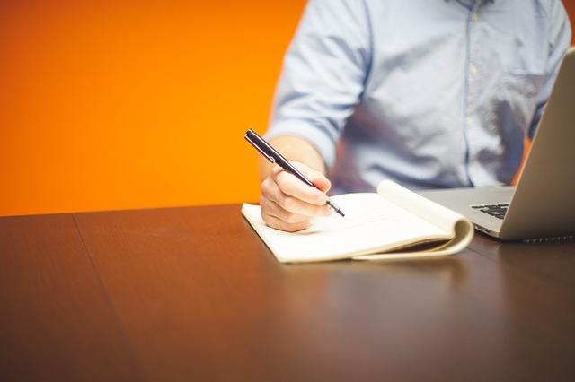 職務経歴書の書式ってどうすればいいの?困ったときの「基本」の書き方講座