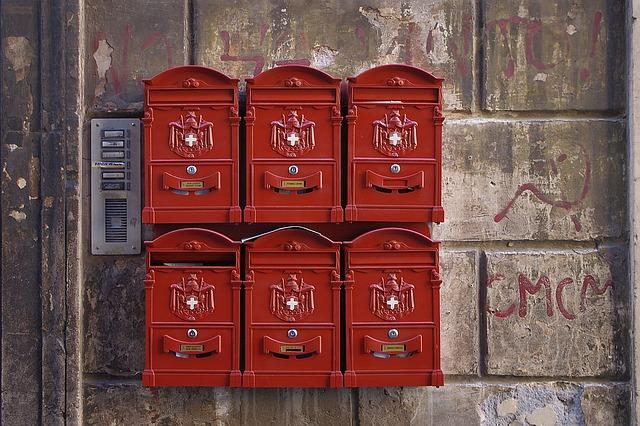 採用担当者が複数人いる場合の書類送付先について
