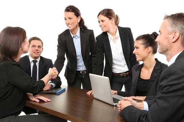会社説明会に参加する際の服装について
