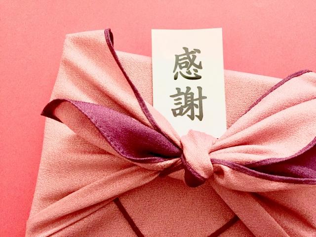 退職の挨拶と一緒にプレゼントを渡すなら?おすすめの種類や金額、心との関係