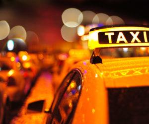 タクシーで上座はどこ?タクシーのビジネスマナー、覚えておきたいポイントは