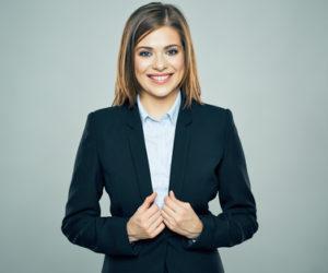 転職活動、スーツのインナーは何を着る?色やデザインなど女性の身だしなみマナーを解説