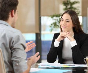 仕事や転職で役に立つ「聞く力」の鍛え方。自己分析と相手視点がコツ