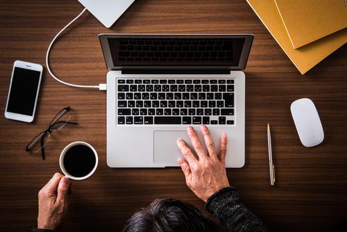 職務経歴書をパソコンで自作するとは?パソコンを使う職務経歴書の作り方
