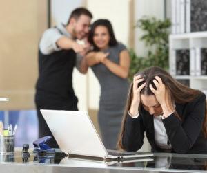 職場の噂話をする人の心理と対処法。噂話は切り抜けれるから大丈夫!
