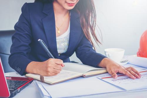 営業事務の仕事を徹底掘り下げ!辞めたい理由やおすすめのタイプとは?