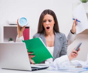 仕事を抱え込む人がもつリスク。自己満足を捨て今すぐ仕事を手放そう!