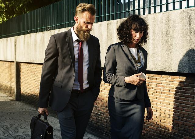 職場は近い方が得?通勤時間が短い人と長い人を徹底比較