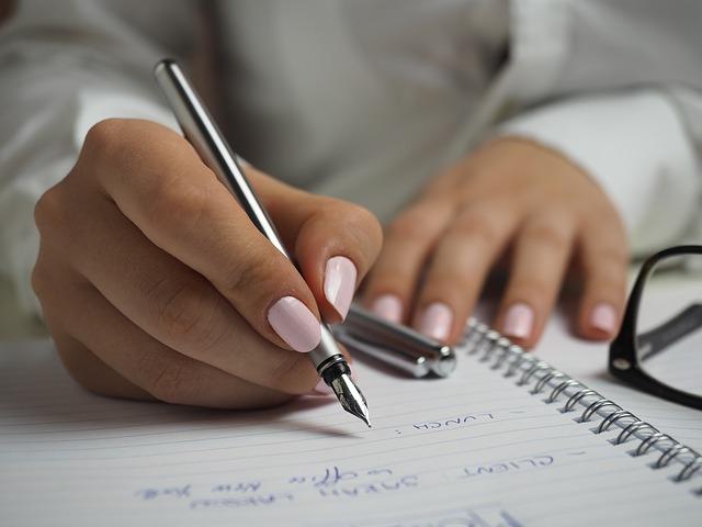 職務経歴書は「手書き」より「パソコン」!?手書き指定の場合のコツも徹底解説!