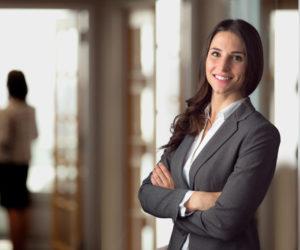 転職に適切な女性の服装とは?NGな服装やインナーやアクセサリーなどのアイテムまで徹底解説