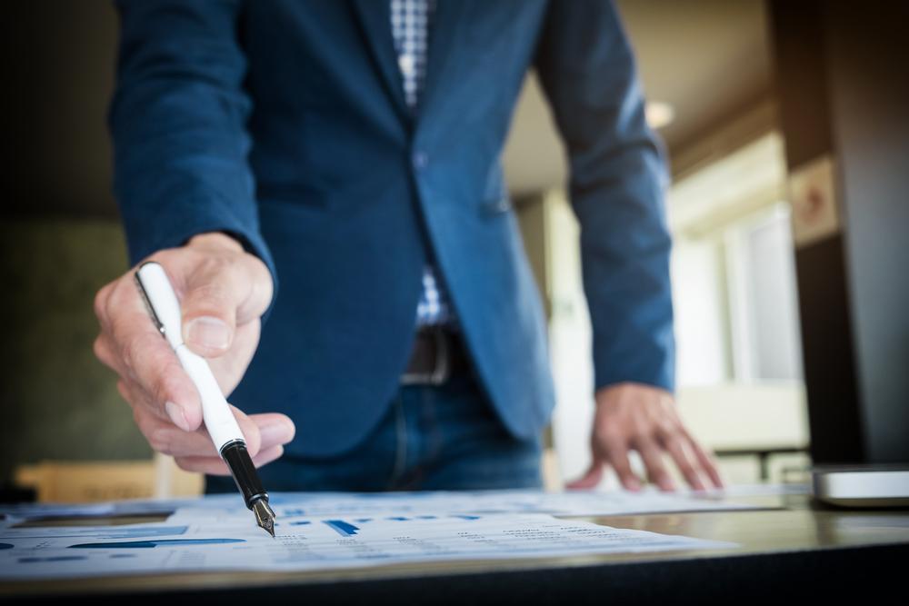営業職の転職成功は職務経歴書が鍵。事前準備から書き方のコツまで例文を交えて解説!