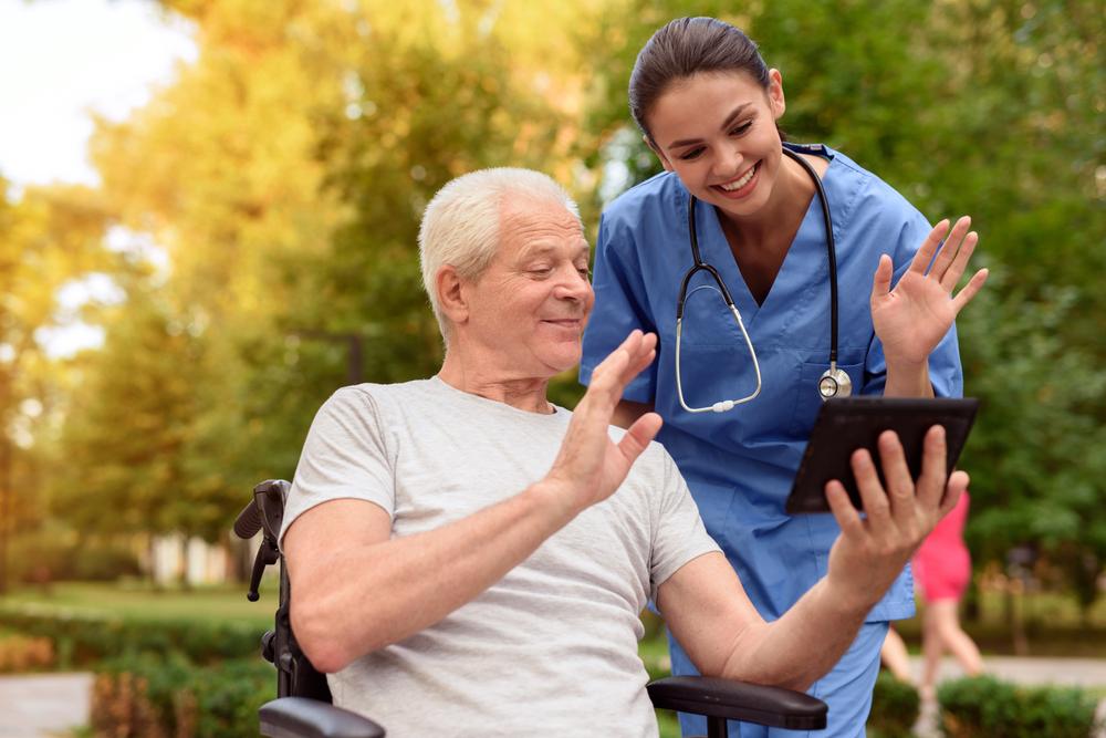介護資格なしでも転職可能?気になる給与や評価基準、仕事への影響を検証