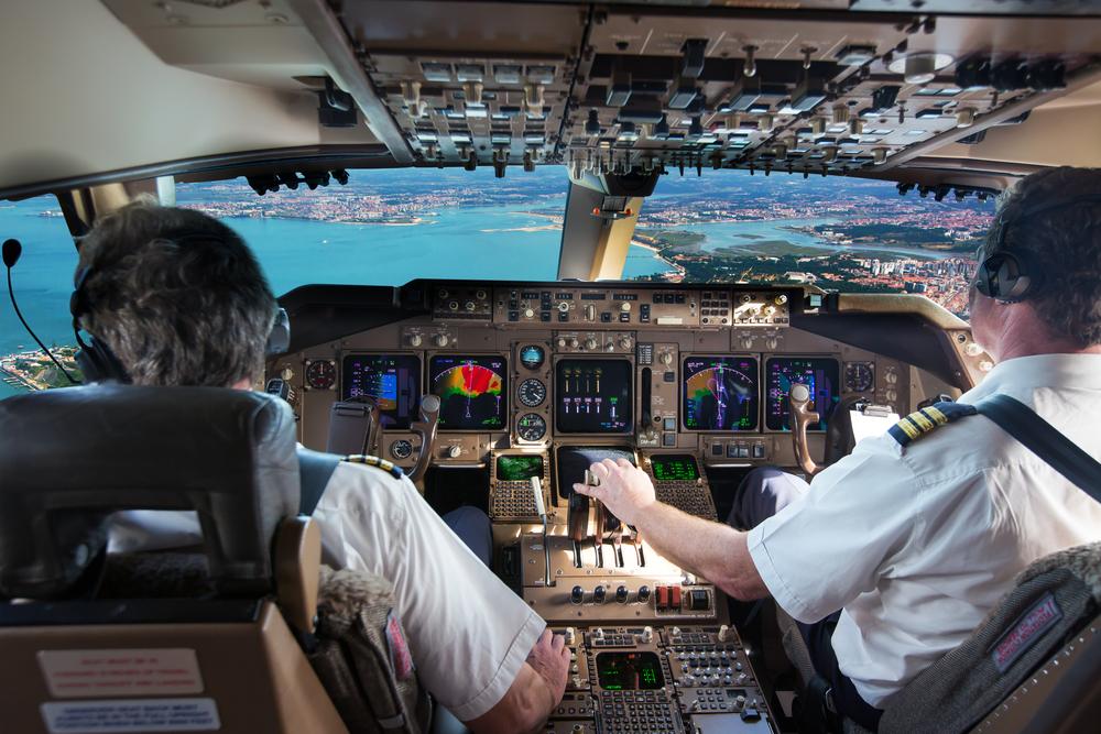 未経験でもパイロットに転職は可能?業務内容や資格試験について詳しく解説します。